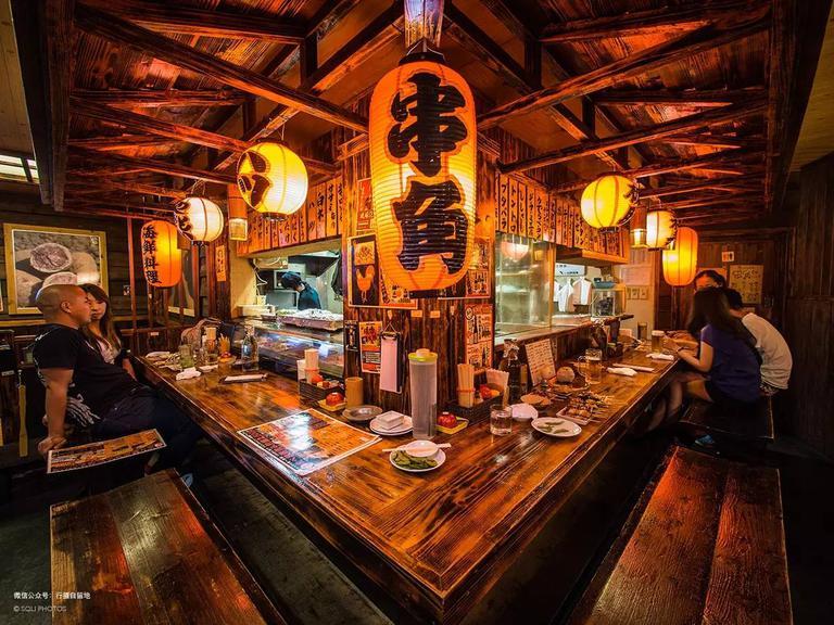 居酒屋里的放题(自助餐)橹串和orion啤酒