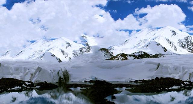 尕朵觉悟位于青海省玉树州称多县尕朵乡,它和西藏刚仁波齐,云南梅里