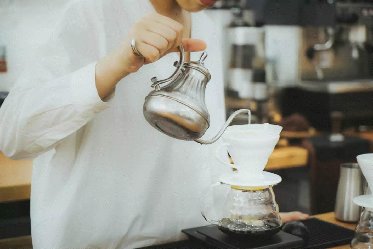 新疆小伙与上海少女的咖啡小院