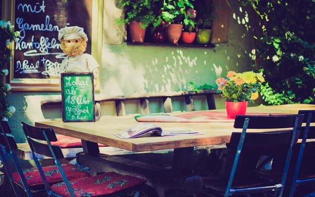 躲在咖啡馆里静一静