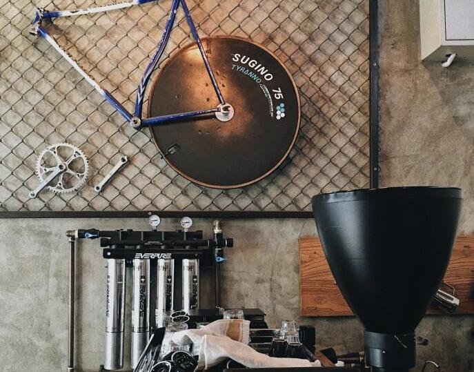 工业风搭配自行车,却是卖咖啡的