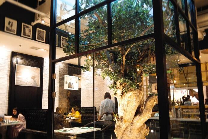 拥有一颗树的餐厅